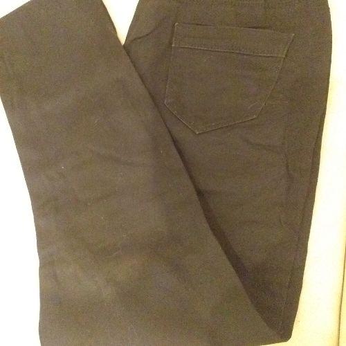 Deux pantalons jeans bleue et noir taille 40