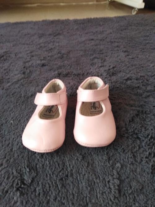 Chaussures roses en cuir