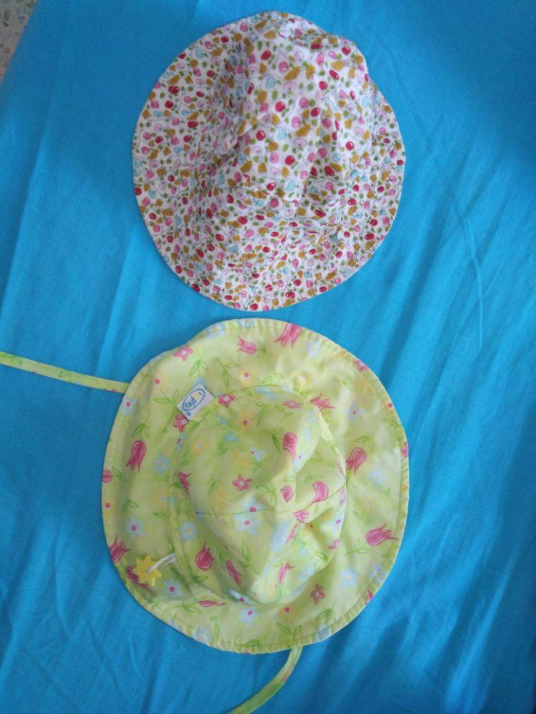 2 chapeaux bébé fille taille 12 mois