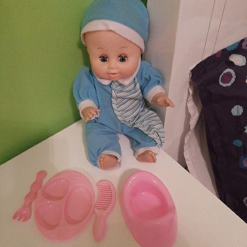 Une poupée interactive plus accessoires
