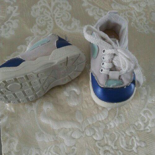 Deux chaussures bébé