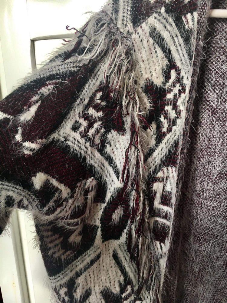 Gilet en laine bordeaux, noir et blanc