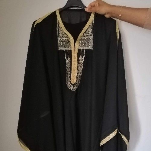 Jolie robe traditionnelle noir
