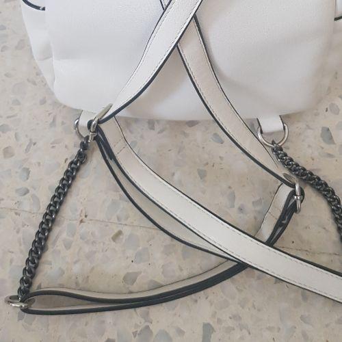 Petit sac à dos blanc de la marque parfois