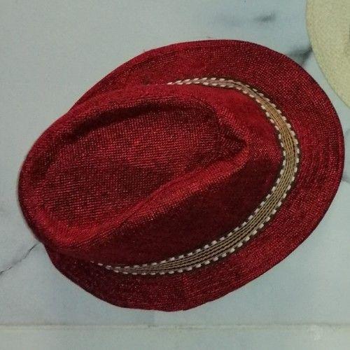 Chapeau enfant rouge bordeau