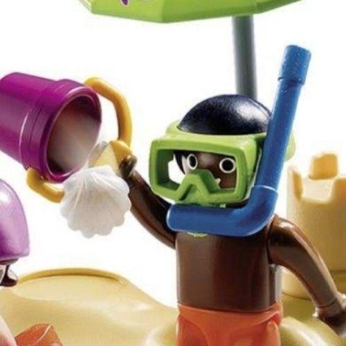 Lot 2 enfants playmobil avec parasol et château de sable... Petit seau et pelle et masque tuba et brassards