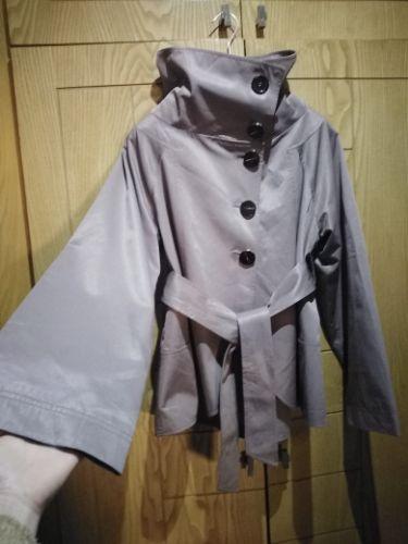Veste zara très chic avec manches bouffantes et ceinture taille 36/38 couleur crème