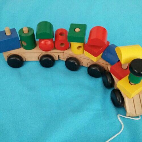 Train en bois véritable