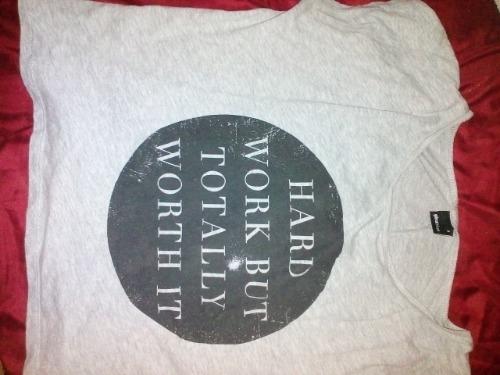 Un t-shirt gris
