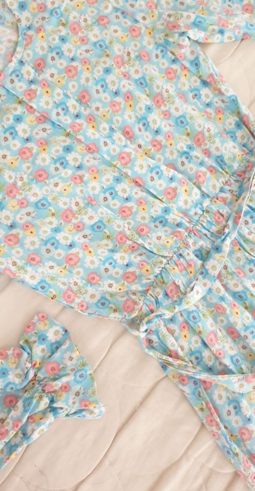 Robe fleurie très fluides tt neuf