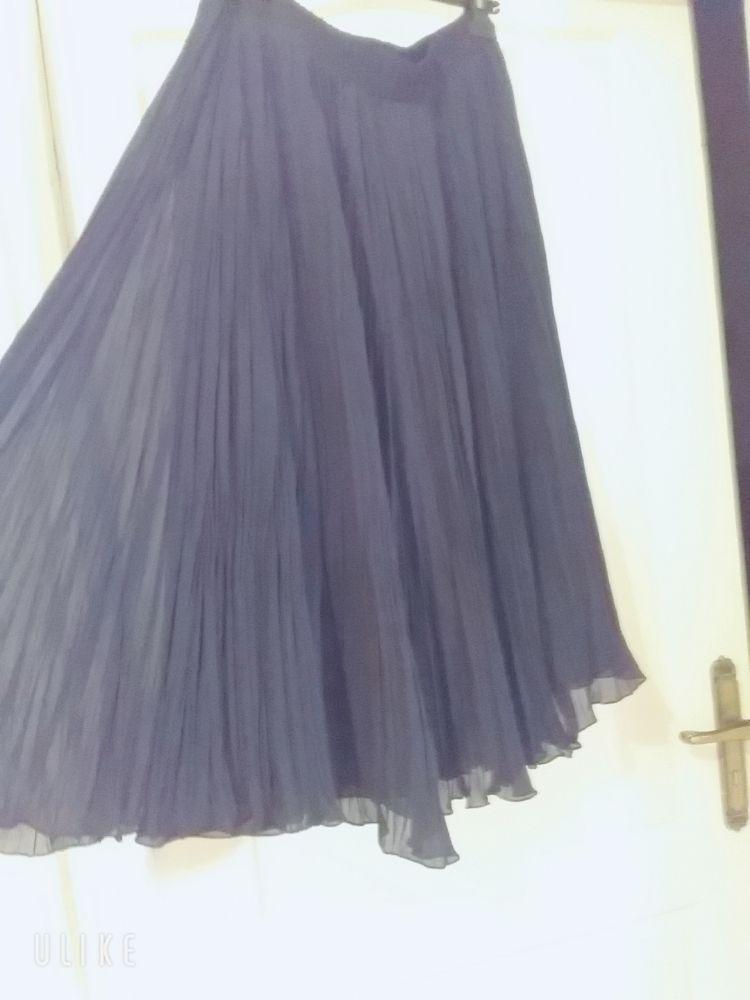Jupe noir plissé trois quarts