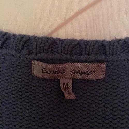 Pull en maille de la marque Bershka taille M correspond plutôt à un S