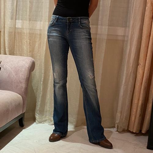 Jean Zara effet délavé et avec strass sur les poches arrières