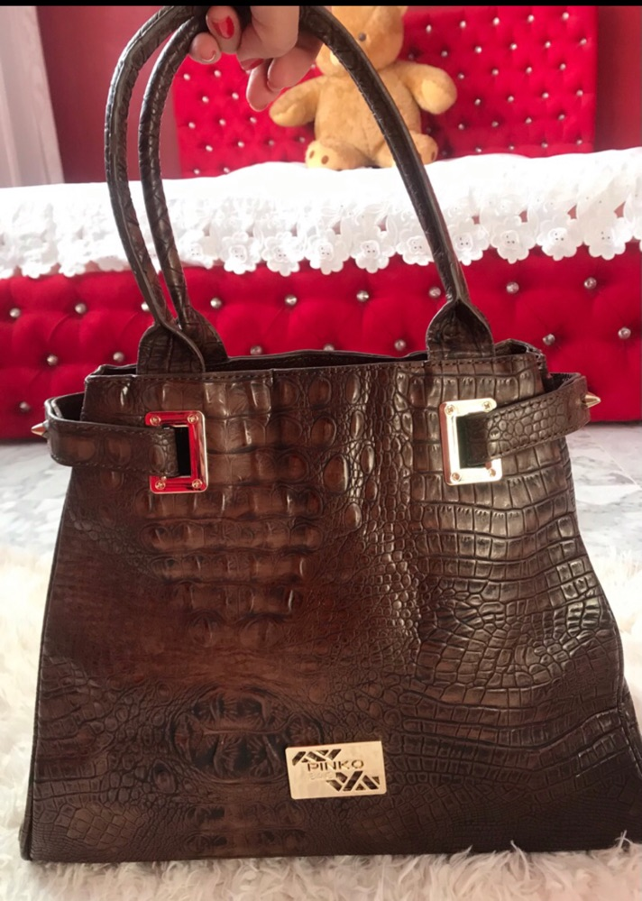 Un grand sac à main pinko neuf (jamais porté)authentique