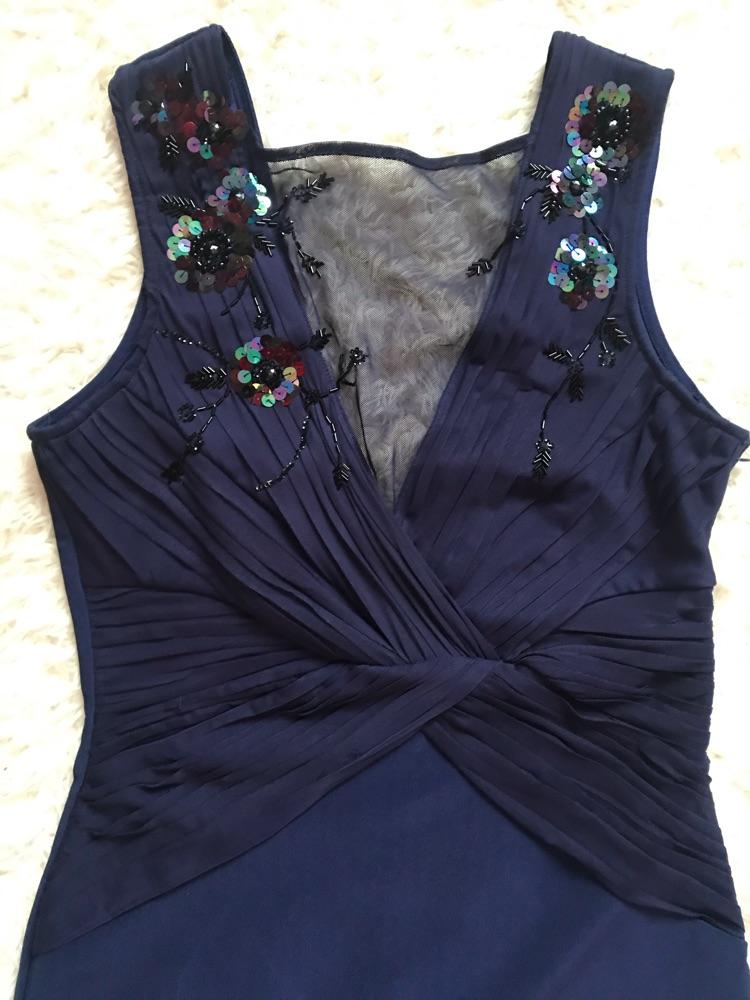 Un belle robe moulante ( avec haut caraco en sequins et drapé en mousseline)