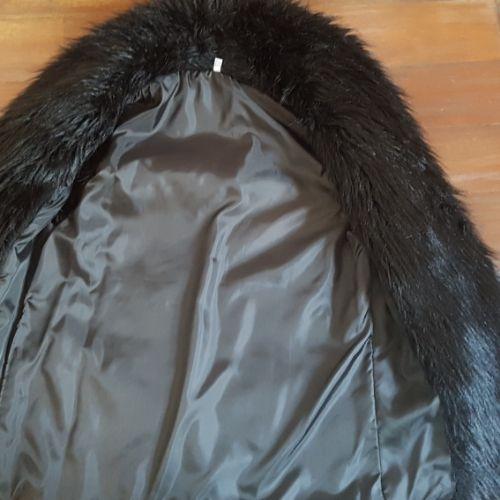 Manteau noir ( fausse fourrure)