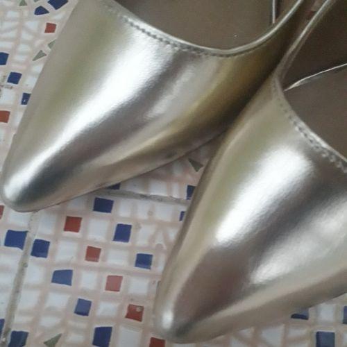 Chaussure dorée
