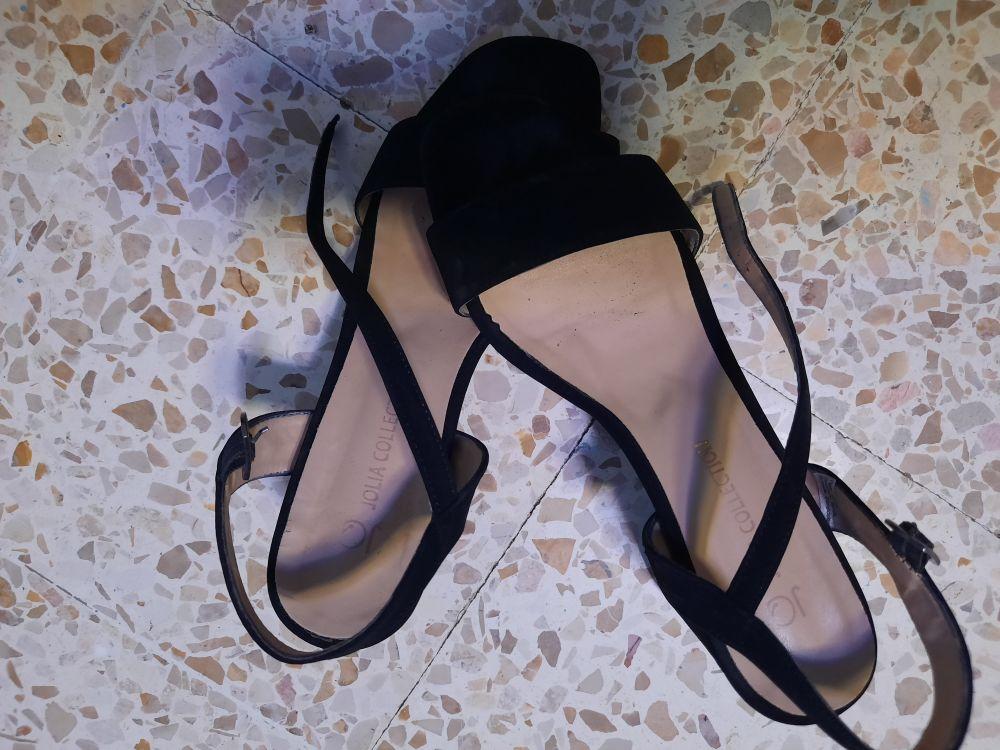 Sandel noir