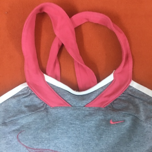 Pull Nike taille M a seulement 10dt