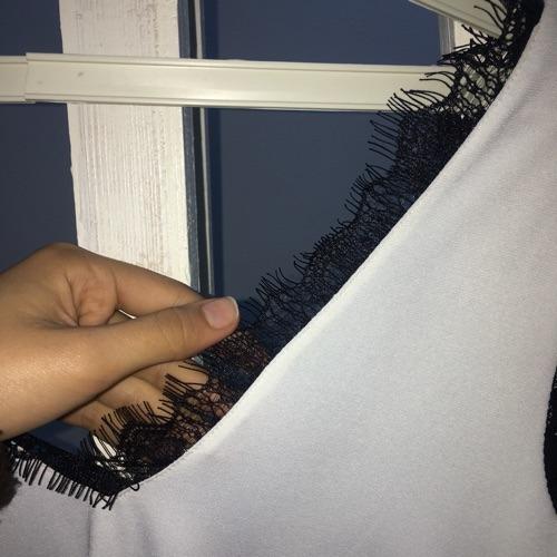 Pull noir et blanc , taille  S/XS de la marque Cache Cache seulement à 13dt